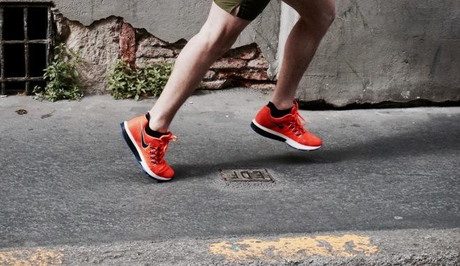 runnin nike air vomero 10 orange